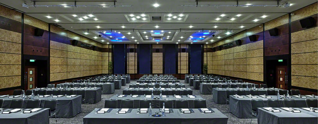 Auditorium_at_Grange_City_Hotel.jpg
