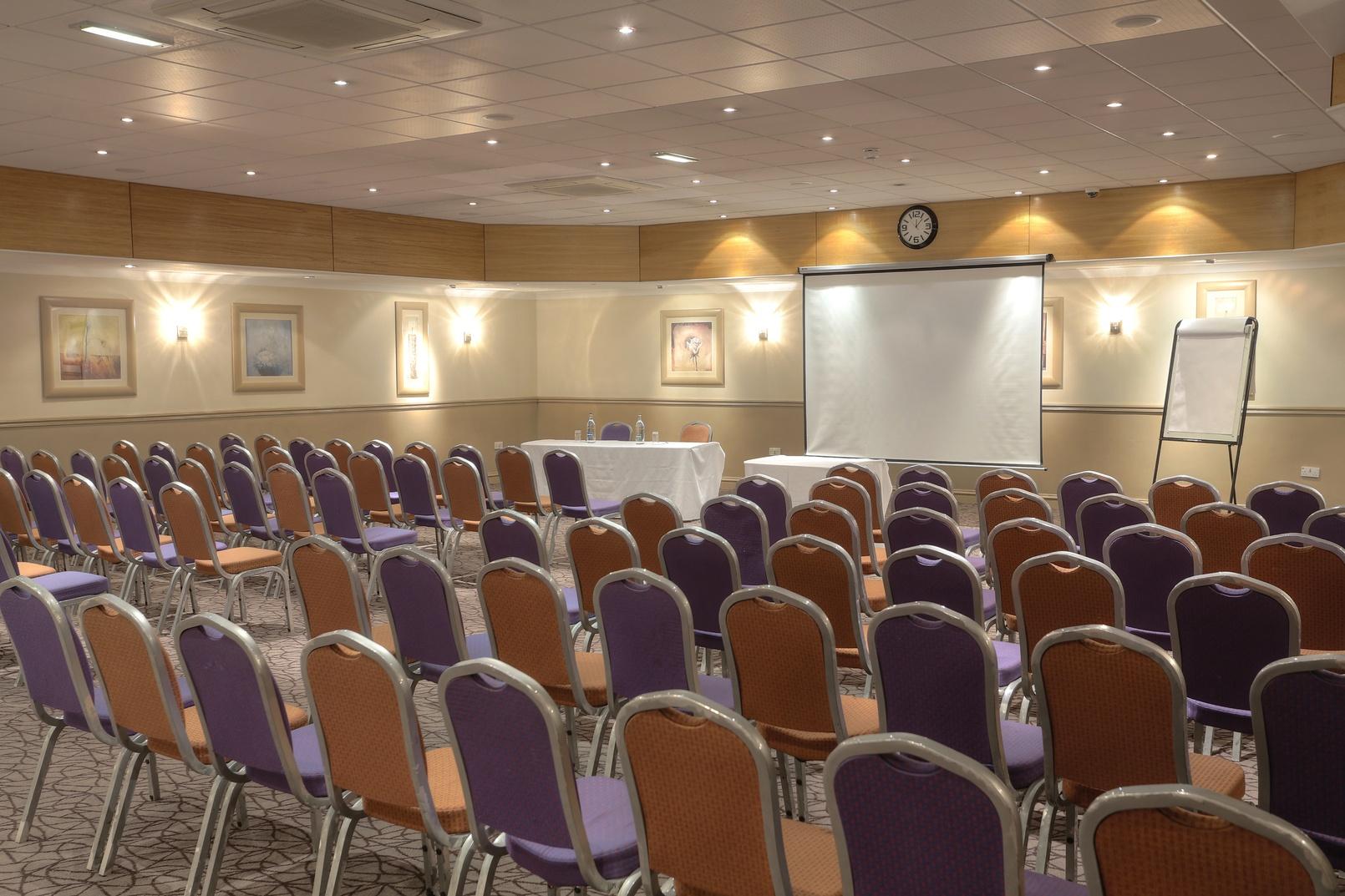cresta-court-hotel-meeting-space-25-83373-1.jpg