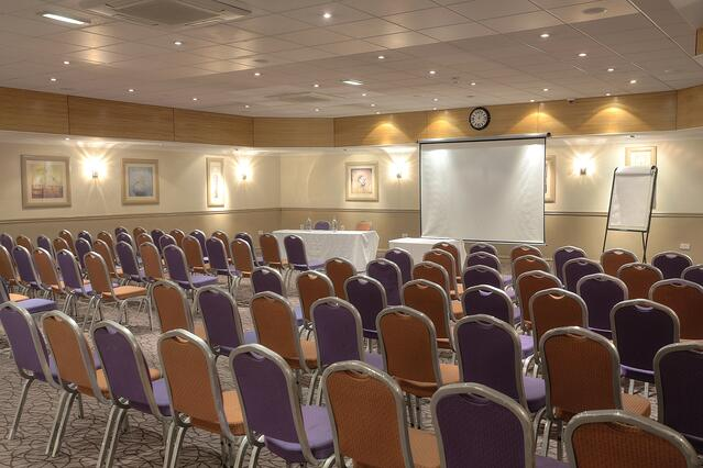 cresta-court-hotel-meeting-space-25-83373-1.jpg
