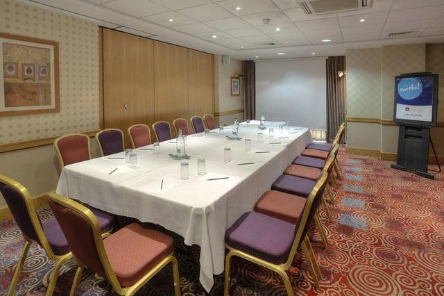 cresta-court-hotel-meeting-space2.jpg